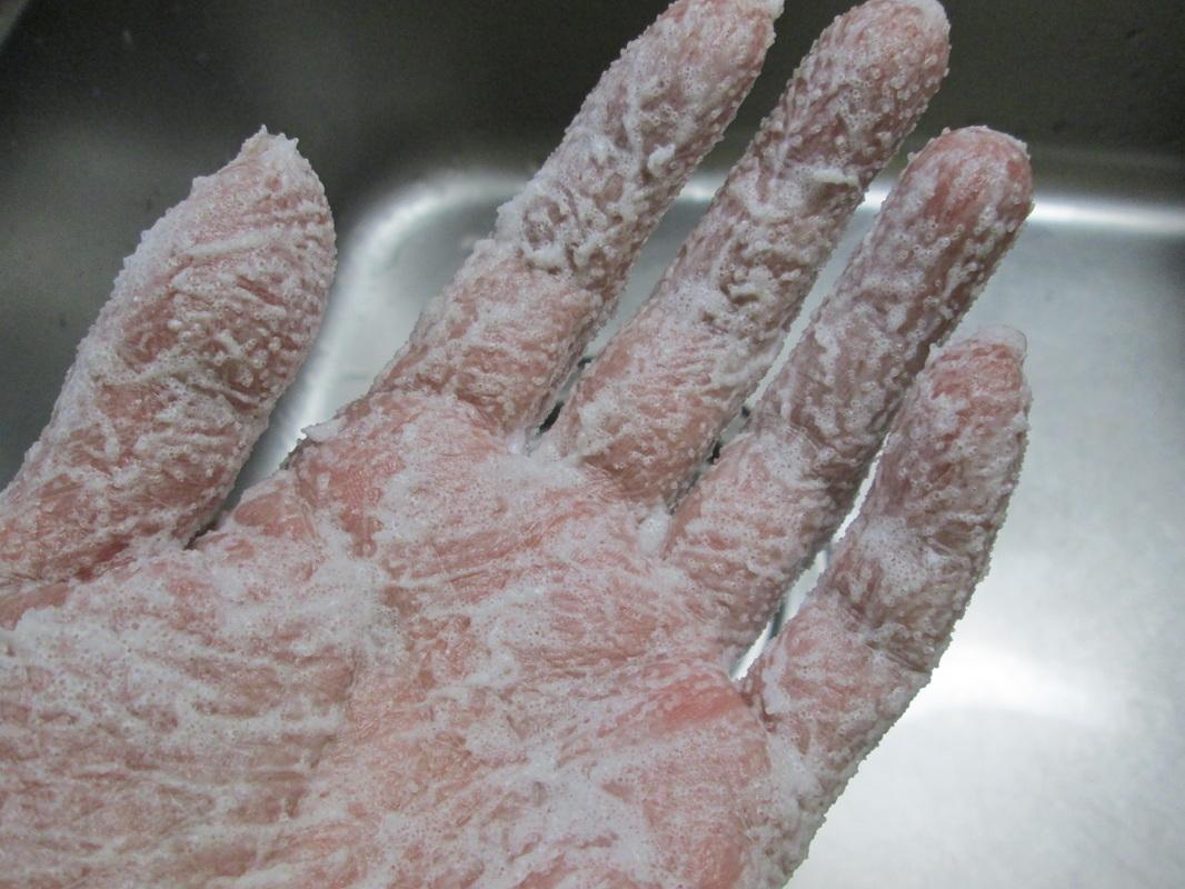 Esfoliante baratíssimo para mãos e corpo com ingredientes naturais